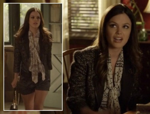 s01e17-zoes-shorts-scarf-jacket-500x379