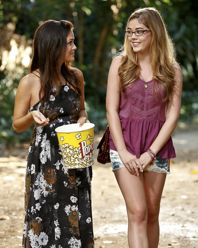 "Hart of Dixie -- ""The Curling Iron"" -- Image Number: HA402a_0626b.jpg -- Pictured (L-R): Rachel Bilson as Dr. Zoe Hart and McKaley Miller as Rose -- Photo: Robert Voets/The CW -- © 2014 The CW Network, LLC. All rights reserved."