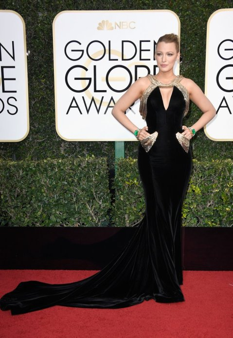 blake-lively-versace-dress-golden-globes-2017
